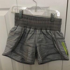 Lululemon gray stripe short sz 4 59556